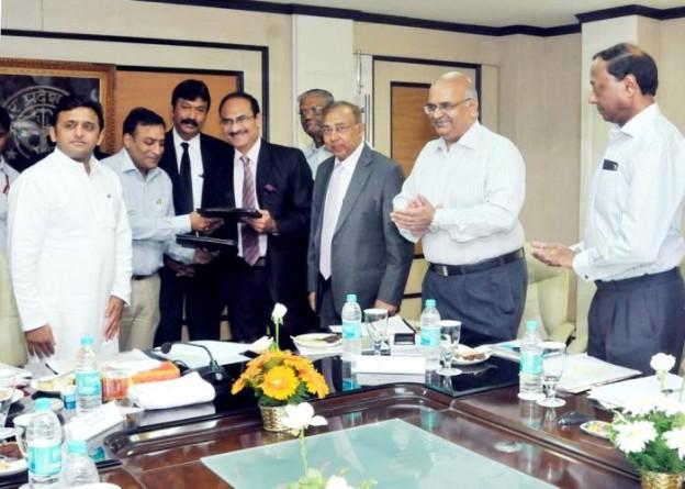 दिनांक 16 अक्टूबर, 2014 को लखनऊ में उत्तर प्रदेश पर्यटन प्रोत्साहन परिषद की पहली बैठक के दौरान फिक्की तथा पर्यटन विभाग के मध्य एम.ओ.यू. पर हस्ताक्षर हुए।