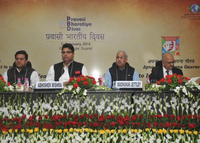 उत्तर प्रदेश के मुख्य सचिव श्री आलोक रंजन 09 जनवरी, 2015 को गांधी नगर गुजरात में प्रवासी भारतीय दिवस 2015 में उत्तर प्रदेश सत्र को सम्बोधित करते हुए।