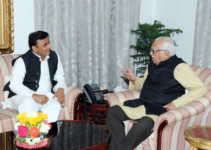 उत्तर प्रदेश के राज्यपाल श्री राम नाईक से 17 मार्च, 2015 को मुख्यमंत्री श्री अखिलेश यादव ने राजभवन में शिष्टाचार भेंट की।
