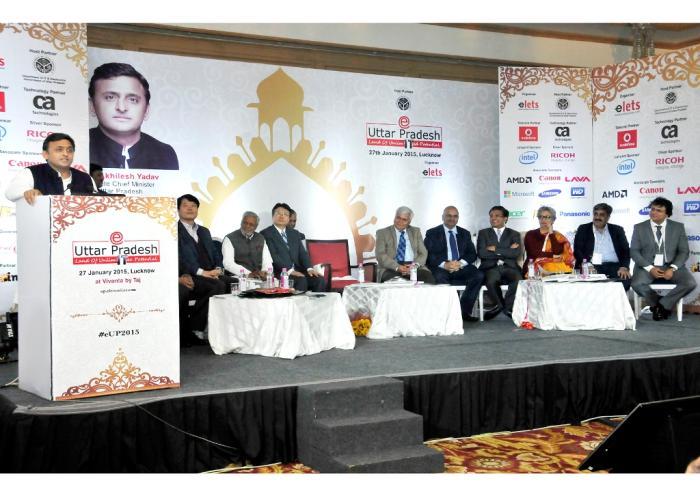 27 जनवरी, 2015 को मुख्यमंत्री श्री अखिलेश यादव लखनऊ में ईउत्तर प्रदेश काॅन्फ्रेंस के शुभारम्भ अवसर पर आयोजित कार्यक्रम को सम्बोधित करते हुए।