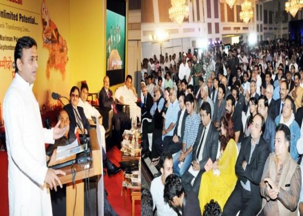 मुख्यमंत्री श्री अखिलेश यादव 10 सितम्बर, 2015 को मुम्बई में आयोजित 'इन्वेस्टर्स काॅन्क्लेव' को सम्बोधित करते हुए।