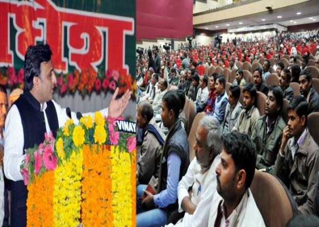 मुख्यमंत्री श्री अखिलेश यादव 12 जनवरी, 2015 को इन्दिरा गांधी प्रतिष्ठान में आयोजित अखिल भारतीय किसान प्रतिनिधि सम्मेलन को सम्बोधित करते हुए।