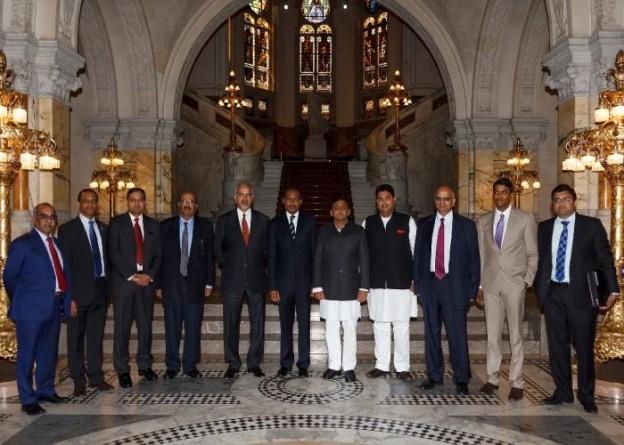उत्तर प्रदेश के मुख्यमंत्री श्री अखिलेश यादव 3 सितम्बर, 2014 को द हेग स्थित इण्टरनेशनल कोर्ट आॅफ जस्टिस के भ्रमण के अवसर पर।