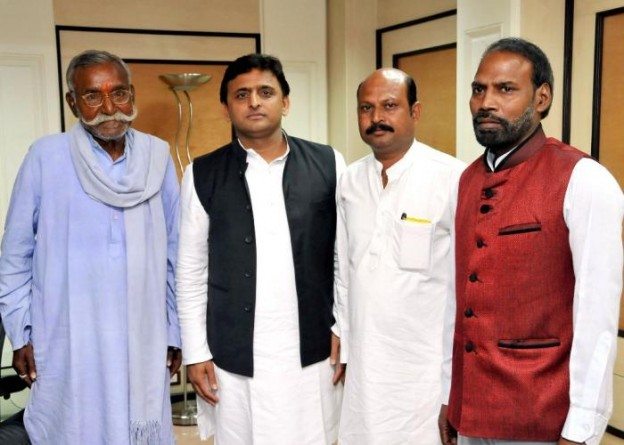 उत्तर प्रदेश के मुख्यमंत्री श्री अखिलेश यादव से 30 मार्च, 2015 को शास्त्री भवन में बुन्देलखण्ड क्षेत्र से आये रायकवार समाज के एक प्रतिनिधिमण्डल ने भेंट की।