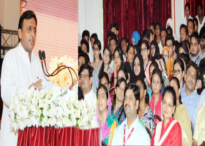 मुख्यमंत्री श्री अखिलेश यादव 14 जुलाई, 2016 को एराज़ लखनऊ मेडिकल काॅलेज में आयोजित 'मेडिकाॅन2016' कार्यक्रम को सम्बोधित करते हुए।