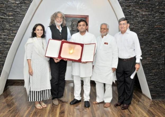 Akhilesh Yadav congratulate to Muzzafar Ali
