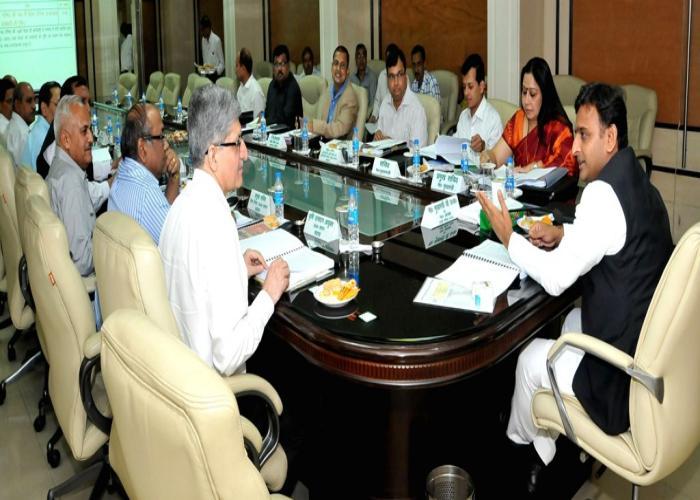 मुख्यमंत्री श्री अखिलेश यादव 30 मार्च, 2015 को शास्त्री भवन, लखनऊ में मण्डी परिषद के संचालक मण्डल की 149वीं बैठक की अध्यक्षता करते हुए।
