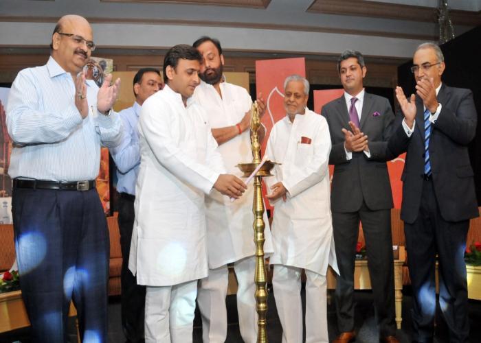 मुख्यमंत्री श्री अखिलेश यादव 06 अक्टूबर, 2015 को लखनऊ के ताज होटल में 'उत्तर प्रदेश ट्रैवल राइटर्स काॅन्क्लेव 2015' का शुभारम्भ करते हुए।