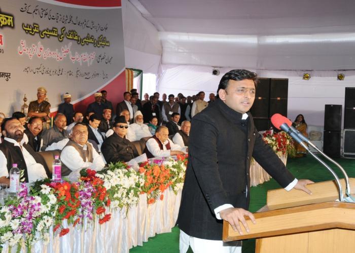 22 नवम्बर, 2014 को रामपुर में उत्तर प्रदेश के मुख्यंत्री श्री अखिलेश यादव मेडिकल काॅलेज के शिलान्यास अवसर पर आयोजित समारोह को सम्बोधित करते हुए।