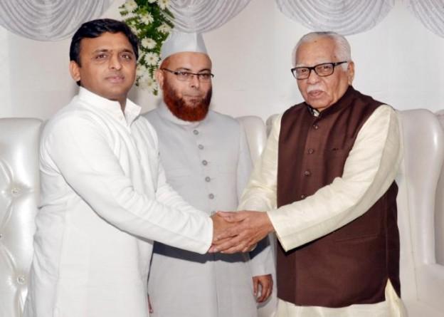 18 जुलाई, 2015 को उत्तर प्रदेश के राज्यपाल श्री राम नाईक को मुख्यमंत्री श्री अखिलेश यादव ईद की मुबारकबाद देते हुए।