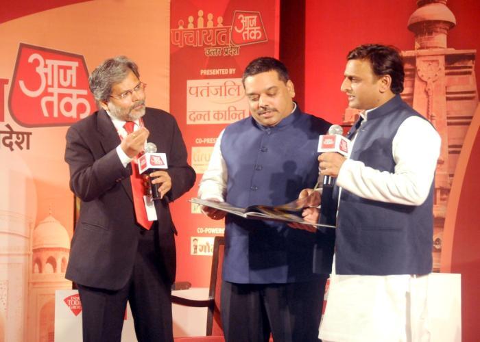 मुख्यमंत्री श्री अखिलेश यादव 25 जून, 2016 को लखनऊ में 'पंचायत आज तक उत्तर प्रदेश' कार्यक्रम में अपने विचार व्यक्त करते हुए।