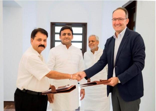 मुख्यमंत्री श्री अखिलेश यादव की उपस्थिति में 24 सितम्बर, 2015 को प्रमुख सचिव औद्योगिक विकास तथा आइकिया इण्डिया के सीईओ एम0ओ0यू0 के दस्तावेज का आदानप्रदान करते हुए।