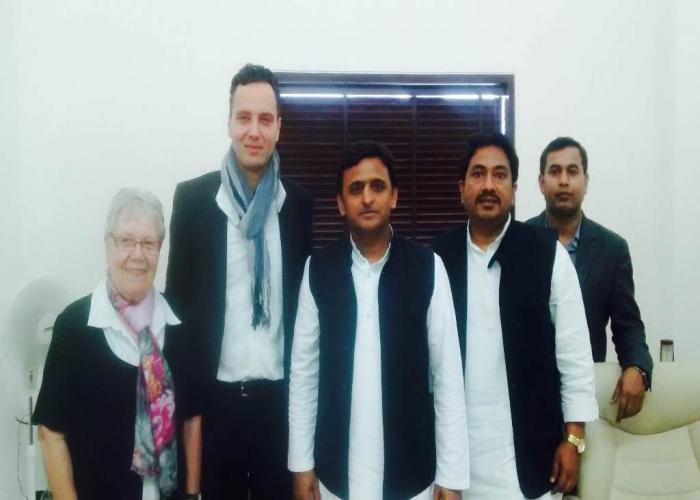 मुख्यमंत्री श्री अखिलेश यादव से 10 मार्च 2015 को जर्मनस्विस कम्पनी आई0पी0क्यू के डायरेक्टर, श्रीमती बारबेल पासी तथा कम्पनी के भारतीय सहयोगी श्री कैलाश कुमार ने भेंट की।