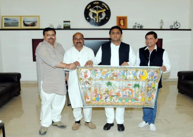 उत्तर प्रदेश के मुख्यमंत्री श्री अखिलेश यादव से 10 अप्रैल, 2015 को उनके सरकारी आवास पर प्रोफेसर अच्युत सामन्त ने भेंट की।