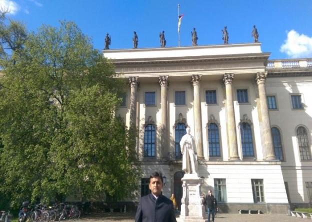 उत्तर प्रदेश के मुख्यमंत्री श्री अखिलेश यादव जर्मनी यात्रा के दौरान बर्लिन के हम्बोल्ड विश्वविद्यालय में।