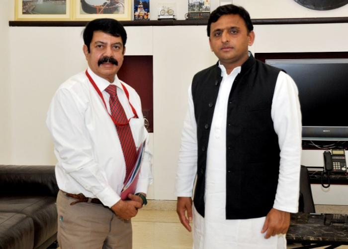मुख्यमंत्री श्री अखिलेश यादव से 08 मई, 2015 को उ0प्र0 ग्रामीण आयुर्विज्ञान एवं अनुसंधान संस्थान, सैफई के निदेशक डाॅ0 ब्रिगेडियर टी0 प्रभाकर ने मुलाकात की।