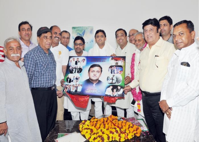 मुख्यमंत्री श्री अखिलेश यादव से 12 जून, 2015 को उनके सरकारी आवास पर सिन्धी समाज के प्रतिनिधिमण्डल ने भेंट कर उनका अभिनन्दन किया।