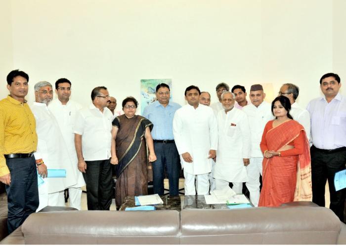 मुख्यमंत्री श्री अखिलेश यादव से 22 जून, 2015 को उनके सरकारी आवास पर बार काउन्सिल आॅफ उत्तर प्रदेश के एक प्रतिनिधिमण्डल ने मुलाकात की।