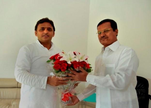 उत्तर प्रदेश के मुख्यमंत्री श्री अखिलेश यादव से 4 जुलाई, 2015 को उनके सरकारी आवास पर श्री अरुनाचलम मुरुगनान्थम ने भेंट की।