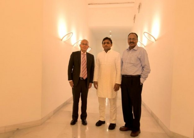 उत्तर प्रदेश के मुख्यमंत्री श्री अखिलेश यादव से 16 जुलाई, 2015 उनके सरकारी आवास पर विस्तारा एअरलाइंस के सी.ई.ओ. श्री फी टीक यो ने मुलाकात की।