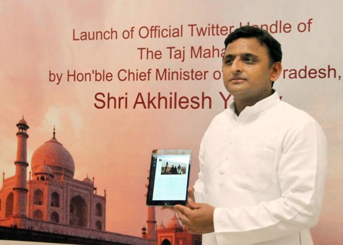 मुख्यमंत्री श्री अखिलेश यादव ने 15 अगस्त, 2015 को अपने सरकारी आवास पर my taj memory का डिजीटली लोकार्पण किया।