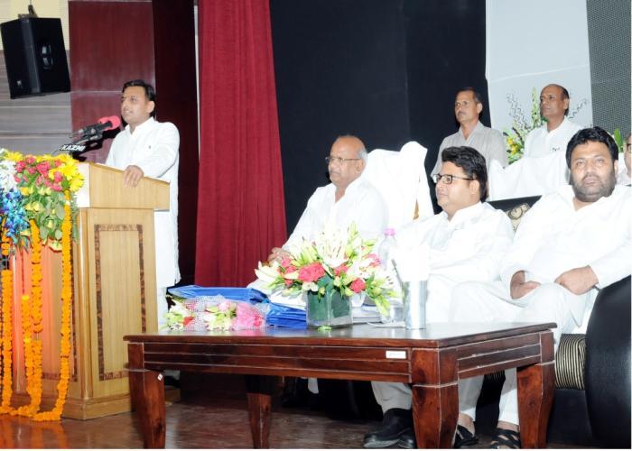 मुख्यमंत्री श्री अखिलेश यादव 9 सितम्बर, 2015 को लखनऊ में राज्य स्तरीय पंचायत भवन एवं प्रशिक्षण केन्द्र के उद्घाटन समारोह को सम्बोधित करते हुए।