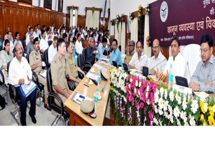 मुख्यमंत्री श्री अखिलेश यादव 19 सितम्बर, 2015 को लखनऊ में आयोजित समीक्षा बैठक में वरिष्ठ प्रशासनिक एवं पुलिस अधिकारियों को सम्बोधित करते हुए।