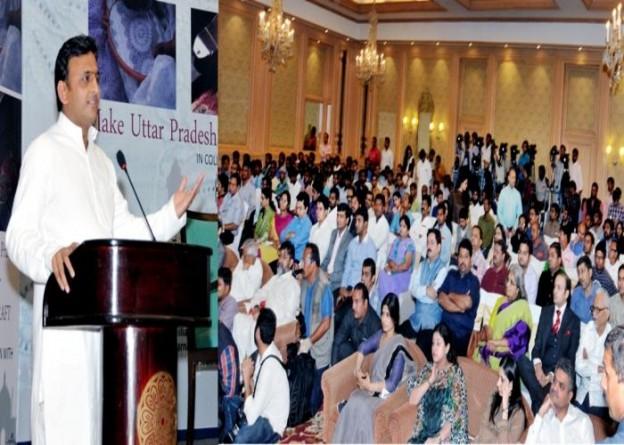 मुख्यमंत्री श्री अखिलेश यादव 28 अक्टूबर, 2015 को होटल ताज में राज्य सरकार एवं हैण्ड डिजाइन संस्था के संयुक्त तत्वावधान में आयोजित कार्यक्रम को सम्बोधित करते हुए।