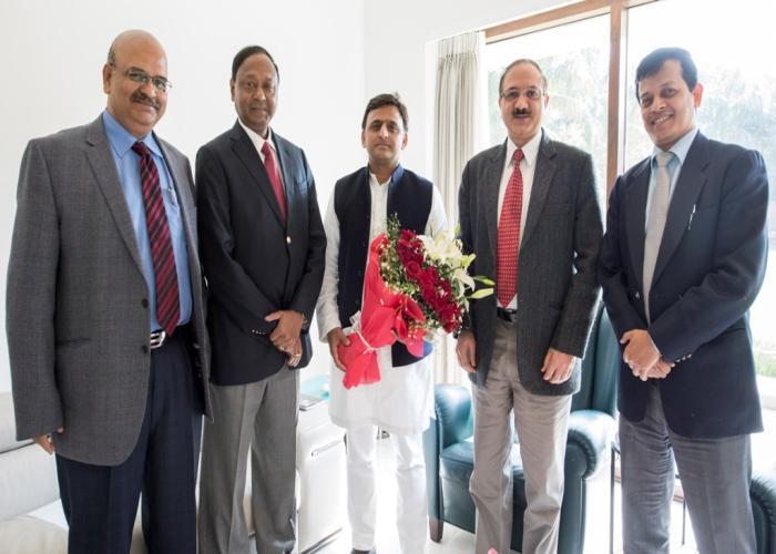 मुख्यमंत्री श्री अखिलेश यादव से 3 फरवरी, 2016 को उनके सरकारी आवास पर आई0ए0एस0 एसोसिएशन के प्रतिनिधिमण्डल ने भेंट की।