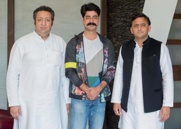 मुख्यमंत्री श्री अखिलेश यादव से 23 फरवरी, 2016 को अभिनेता श्री सुशान्त सिंह ने मुलाकात की। साथ में हैं, उ0प्र0 फिल्म विकास परिषद के सदस्य श्री विशाल कपूर।