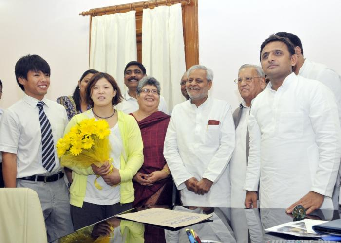 Akhilesh Yadav meets Judo delegation from Japan
