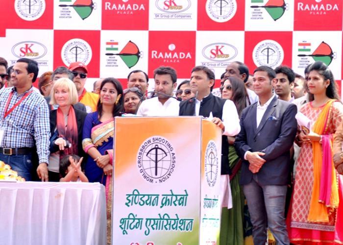 मुख्यमंत्री श्री अखिलेश यादव 17 मार्च, 2016 को आगरा में इण्डियन क्रोस्बो शूटिंग एसोसिएशन द्वारा आयोजित कार्यक्रम को सम्बोधित करते हुए।