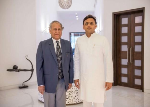 मुख्यमंत्री श्री अखिलेश यादव से 27 अप्रैल, 2016 को लखनऊ में उनके सरकारी आवास पर राज्य मानवाधिकार आयोग के चेयरमैन न्यायमूर्ति श्री एस0 रफत आलम ने मुलाकात की।