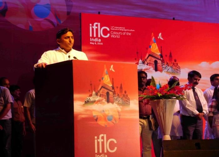 मुख्यमंत्री श्री अखिलेश यादव 8 मई, 2016 को सैफई इटावा में आयोजित इण्टरनेशनल फेस्टिवल फाॅर लैंग्वेज एण्ड कल्चर कार्यक्रम को सम्बोधित करते हुए।