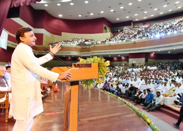 मुख्यमंत्री श्री अखिलेश यादव 29 जून, 2016 को लखनऊ में 'संसद में मेरी बात' पुस्तक के विमोचन कार्यक्रम में अपने विचार व्यक्त करते हुए।