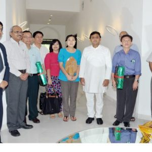 Akhilesh Yadav meets visiting delegation of doctors from Myanmar