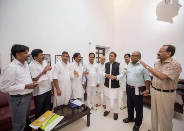 मुख्यमंत्री श्री अखिलेश यादव से 21 सितम्बर, 2016 को उनके सरकारी आवास पर उ0प्र0 लेखपाल संघ के प्रतिनिधिमण्डल ने मुलाकात की।