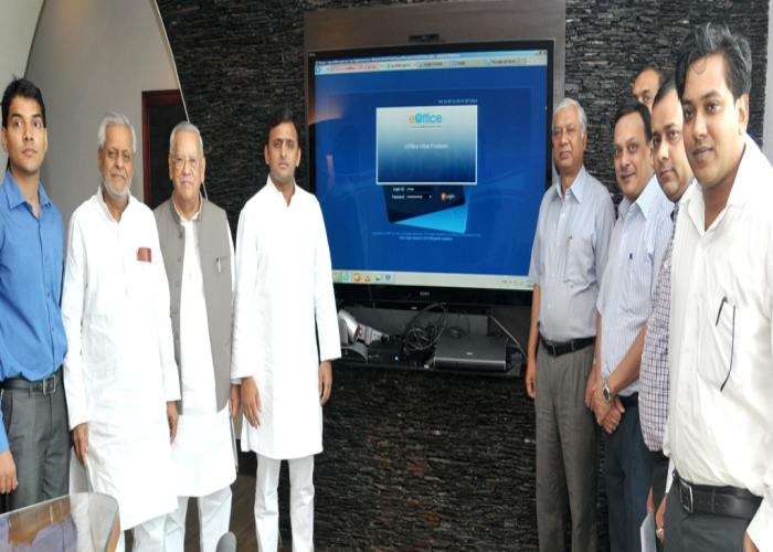 Akhilesh Yadav begins process of paperless environment at the secretariat