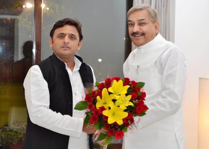 10 नवम्बर, 2014 को उत्तर प्रदेश के मुख्यमंत्री श्री अखिलेश यादव से उनके सरकारी आवास पर सांसद श्री प्रमोद तिवारी ने भेंट की।
