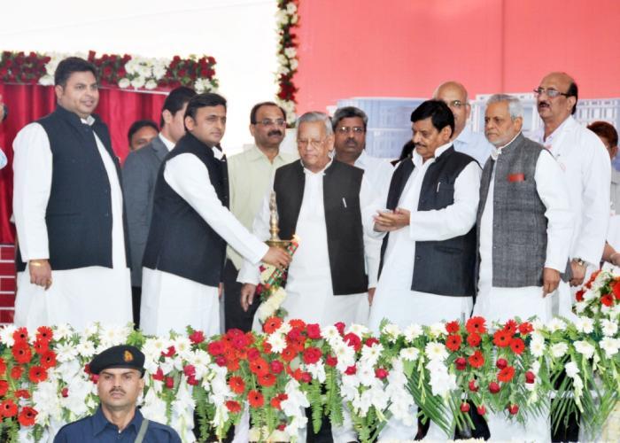 10, नवम्बर 2014 उत्तर प्रदेश के मुख्यमंत्री श्री अखिलेश यादव 4 को RMLIMS के एकेडमिक ब्लाॅक के शिलान्यास तथा RML अस्पताल में मेडिसिन वाॅर्ड के लोकार्पण कार्यक्रम का शुभारम्भ करते हुए।