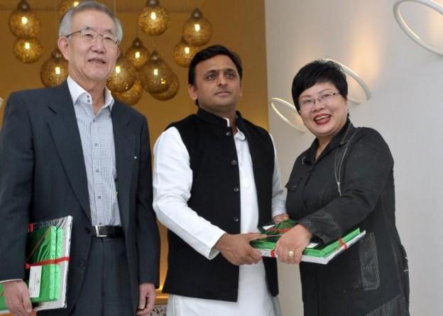 10 जनवरी, 2015 को मुख्यमंत्री श्री अखिलेश यादव संयुक्त राष्ट्र में दक्षिण कोरिया के पूर्व राजदूत श्री म्युंग चुई हाम, गेनेवाॅन कम्पनी की सीईओ सुश्री टे ह्वा ली।