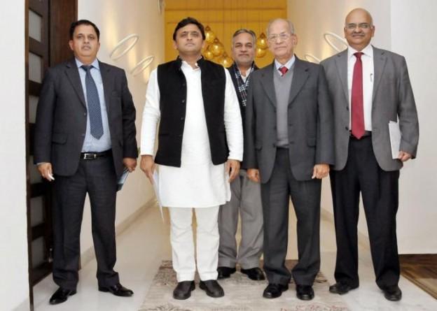 मुख्यमंत्री श्री अखिलेश यादव से 13 जनवरी, 2015 को उनके सरकारी आवास पर लखनऊ मेट्रो रेल कारपोरेशन के प्रधान लाहकार डाॅ0 ई0 श्रीधरन ने भेंट की।
