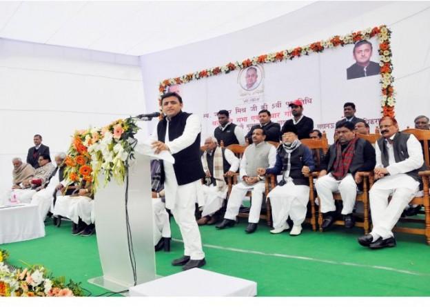 22 जनवरी, 2015 को मुख्यमंत्री श्री अखिलेश यादव जनेश्वर मिश्र पार्क, लखनऊ में स्व0 जनेश्वर मिश्र की 5वीं पुण्य तिथि पर आयोजित कार्यक्रम को सम्बोधित करते हुए।