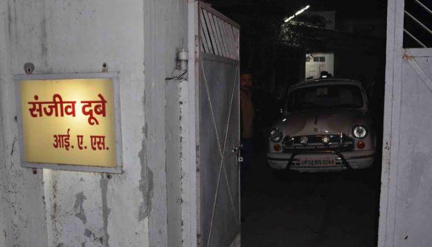 मुख्यमंत्री श्री अखिलेश यादव ने आई0ए0एस0 अधिकारी श्री संजीव दुबे के निधन पर गहरा शोक व्यक्त किया
