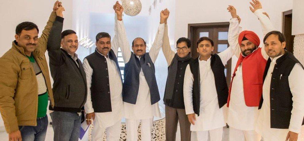 बीजेपी को झटका, पूर्व विधायक शिव सिंह चक ने ज्वॉइन की समाजवादी पार्टी