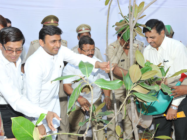 Uttar Pradesh Chief Minister Mr. Akhilesh Yadav kickstarts the second phase of the UP Water Sector Restructuring Project