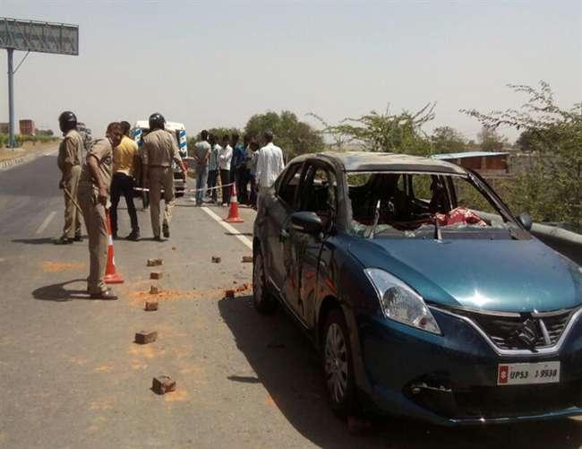 सीएम योगी आदित्यनाथ की कर्मस्थली गोरखपुर में एक को कार में जिंदा जलाया