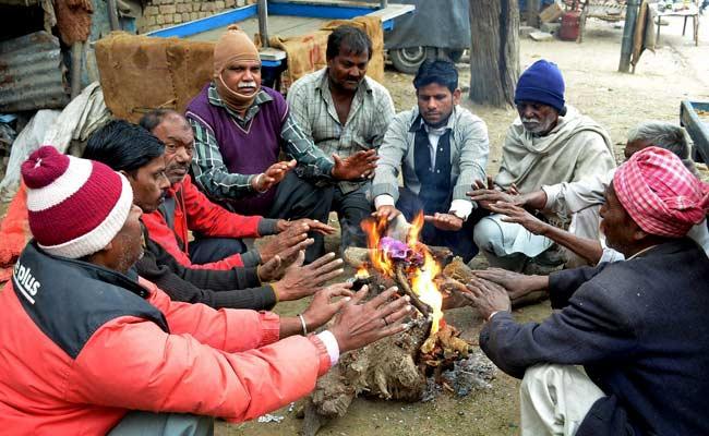 मुख्यमंत्री श्री अखिलेश यादव ने भीषण ठण्ड एवं शीत लहर को देखते हुए अलाव की व्यवस्था और जरूरतमन्दों को कम्बल वितरित कराने के निर्देश दिए