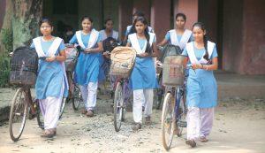 हाईस्कूल पास लड़कियों को 10 हजार रुपये देगी यूपी सरकार