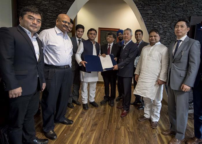 मुख्यमंत्री श्री अखिलेश यादव की उपस्थिति में गैलेक्सी वेन्चर्स तथा दक्षिण कोरिया के एम0पी0के0 ग्रुप के बीच एम0ओ0यू0 हस्ताक्षरित
